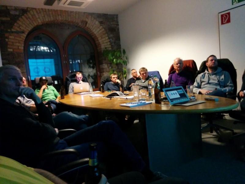 Die AWS User lauschen dem Vortrag